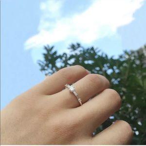 Pretty size 7 dainty silver colored ring 7 stones